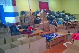 Viime helmikuussa auranmaalaisten lahjoittamia vaatteita ja tavaroita jaettiin Kremennojessa, Itä-Ukrainassa. Kuva: Hanni-Katja Hyvärinen.