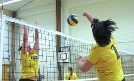 Auran Vantaan naisten joukkue haluaa pitää kentällä hauskaa ja pelata ilman paineita. Peli-ilo on siivittänyt joukkueen tällä kaudella sarjan ykköspaikalle.