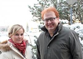 Elina Ukkonen ja Juha Simola valmistautuvat viihdyttämään konserttiyleisöä jouluisella musiikilla.