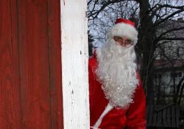 Joulupukista tehdään viikonloppuna havaintoja ainakin Aurassa, Koskella, Marttilassa, Mellilässä, Oripäässä ja Pöytyällä. Kuva: Asko Virtanen