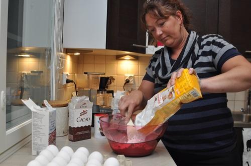 Niina Merivirta kehottaa leipomaan vain hyvällä mielellä.