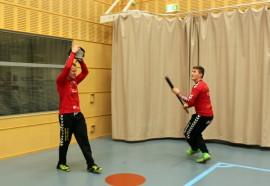 Ykköspesisjoukkueen sisäharjoitukset ovat alkaneet. Arto Pasuri ja Joona Salmi näpyjä harjoittelemassa.