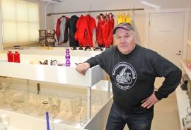 Avajaisia vaille valmis. Seppo Järvisen perustama kirpputori löytyy Kyröstä Etumyynnin entisestä myymälästä.
