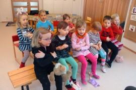 """Kosken seurakunnan """"tyttöistyminen"""" näkyy myös päiväkerhon 4–5-vuotiaiden ryhmässä."""