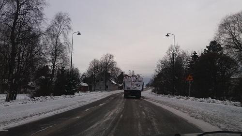 Elisenvaaran lukiolaisia Kyrön keskustassa. Lukijan kuva, Heidi Koivu.