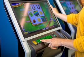 Varsinaissuomalainen aikuinen käytti RAY:n peleihin viime vuonna keskimäärin 169 euroa – ja auralainen aikuinen 277 euroa. Kuva: RAY/Janne Mikkilä