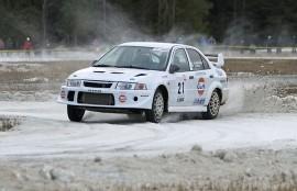 Erkka Korpiaho käskytti Mitsubishinsa nopeimpaan vauhtiin Marttilan rallisprintissä. Kuva: Simo Päivärinta
