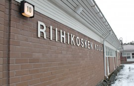Riihikosken yhtenäiskoulun suunnittelu jatkuu likimain alkuperäisten piirustusten mukaisesti nykyiselle koulutontille.