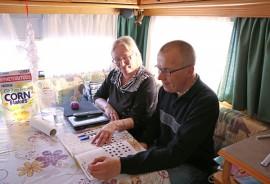 Vaunulla yksi Merja Julinin ja Pasi Lehtovaaran lempipuuhista on ristikon ratkominen.