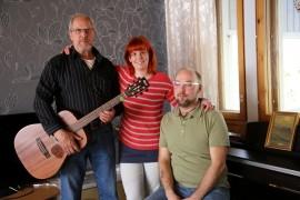 Rauli Harinen, Mia Kivikankare, MIka Harinen sekä kuvasta puuttuva Ari Järvinen ovat henkilöitä uuden musiikkiyhdistyksen taustalla.