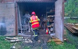 Salama sytytti ulkorakennuksessa olleen pöytäsirkkelin Yläneellä. Kuva: Simo Päivärinta