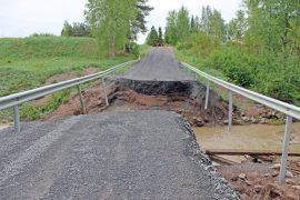 Patakosken silta sortui torstaina voimakkaan sateen johdosta.