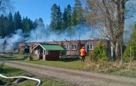 Vanha navettarakennus tuhoutui palossa täysin. Kuva: Simo Päivärinta