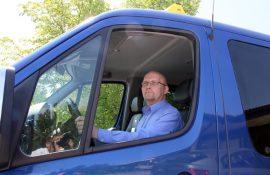 Pekka Kiskonen toivoo, että viikonloppuisin käytössä oleva yhteinen päivystysnumero helpottaa taksin tilaamista.