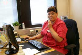 Yläneen terveysasemalla työskentelevän sairaanhoitaja Marja-Liisa Viljasen mukaan yläneläiset asioivat mieluummin kasvotusten kuin puhelimitse.