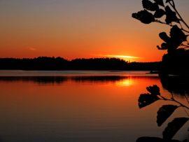 Loppukesän auringonlasku Teijolla Minna Saaren kuvaamana.