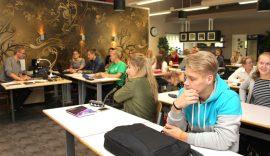 Ari Heinon opettaman matematiikan ykköskurssin opiskelijat arvioivat välitunnin riittävän yleensä hyvin Helahoviin siirtymiseen.