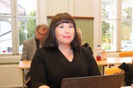 Pöytyän kunnanjohtajaksi valittu Anu Helin oli seuraamassa asiasta päättänyt kunnanvaltuuston kokousta.