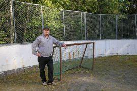 Rahkion kyläyhdistyksellä ei ole enää käyttöä eikä Esko Riitamaan mukaan paikkaakaan jääkiekkokaukalolle.