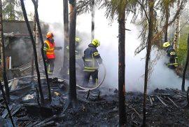 Tilkastentien varrella paloi tiistaina kello 11 jälkeen noin 100 neliötä maastoa. Kuva: Simo Päivärinta