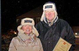 Krista Tuomisto ja Jukka Isotalo ovat molemmat ahkeroineet Okrassa, Isotalo näyttelypäällikkönä ja Tuomisto talkoolaisena. Tuomisto on monelle oripääläiselle tuttu myös Osuuspankista, jossa hän työskentelee asiakasneuvojana.